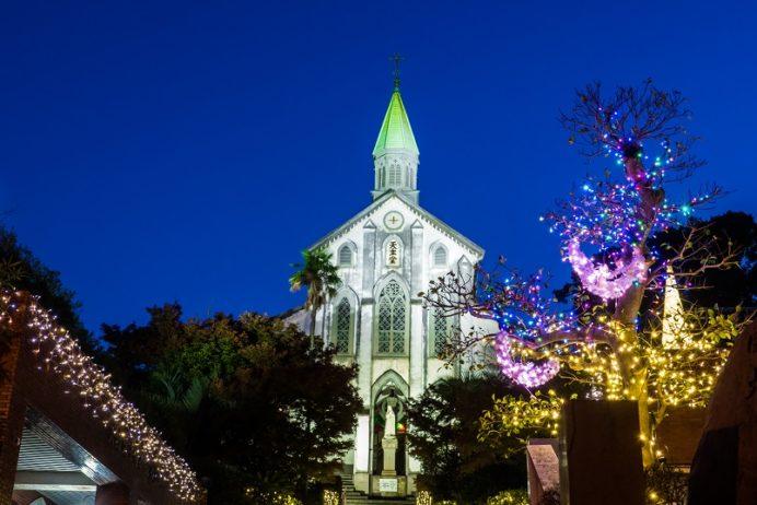 クリスマスイルミネーションで彩られた大浦天主堂