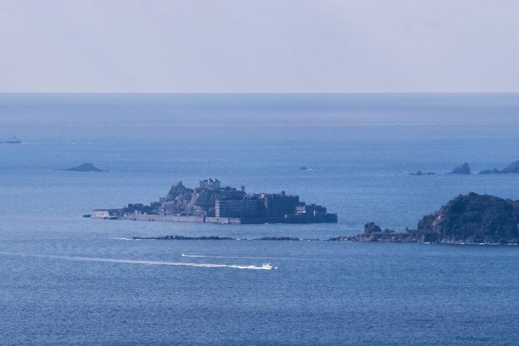 善長谷教会から望む軍艦島