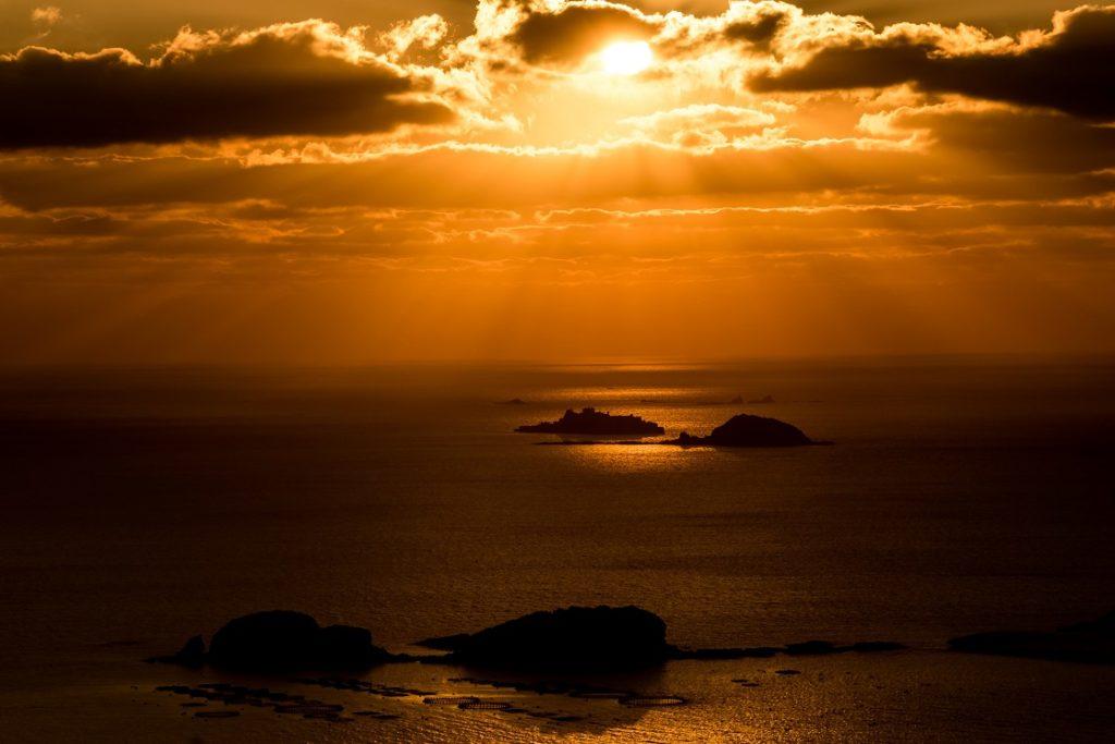 善長谷教会からの軍艦島が見える奇跡の夕景