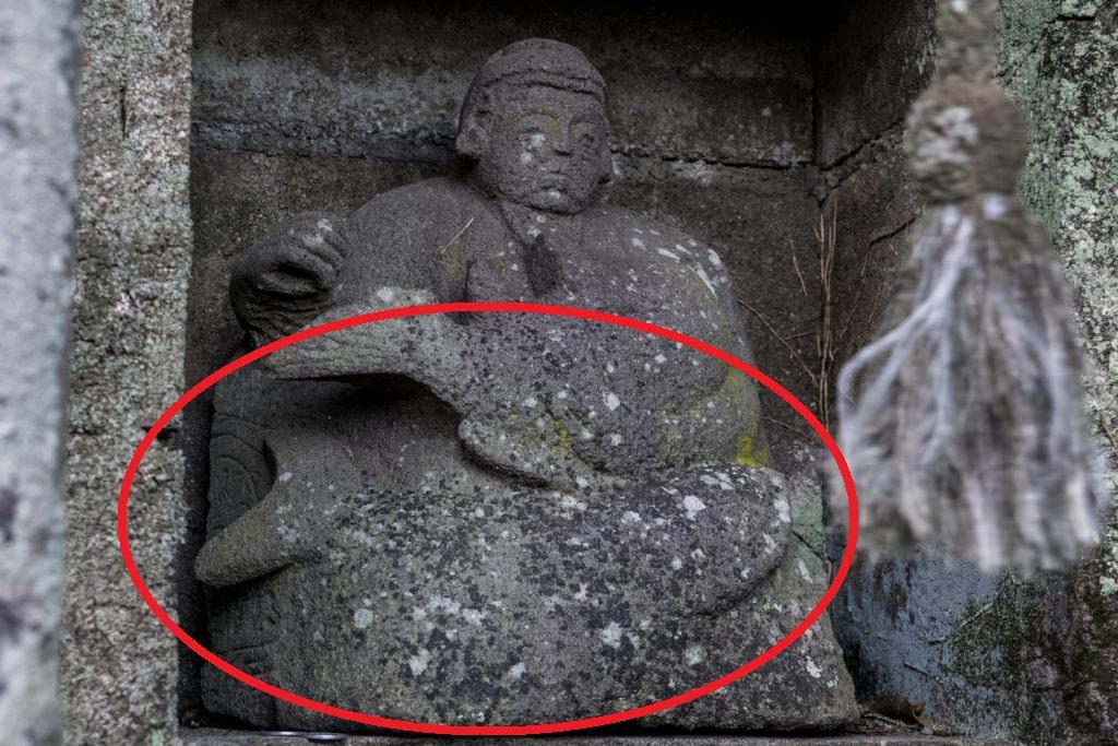 白山神社(平戸市生月島)のクジラに座した恵比寿像
