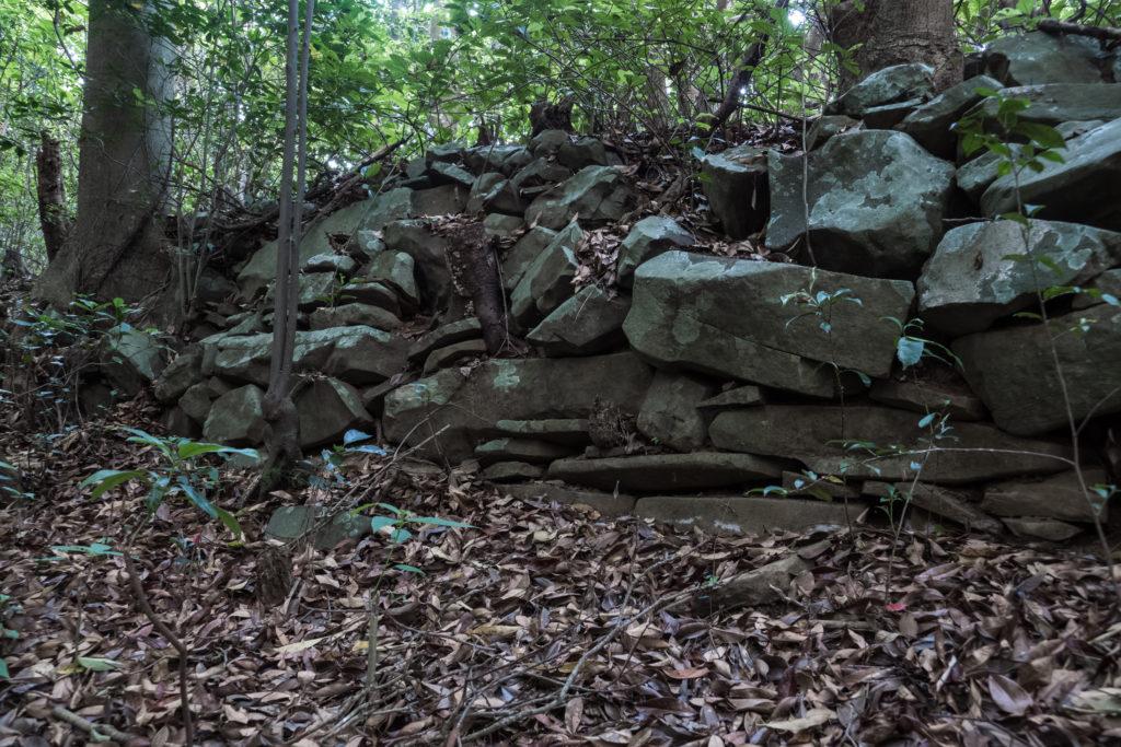 俵石城(深堀城)跡の石塁