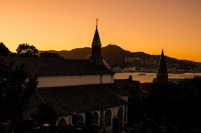 夕刻の祈念坂(長崎市南山手町)、大浦天主堂の路地裏にある石畳の坂