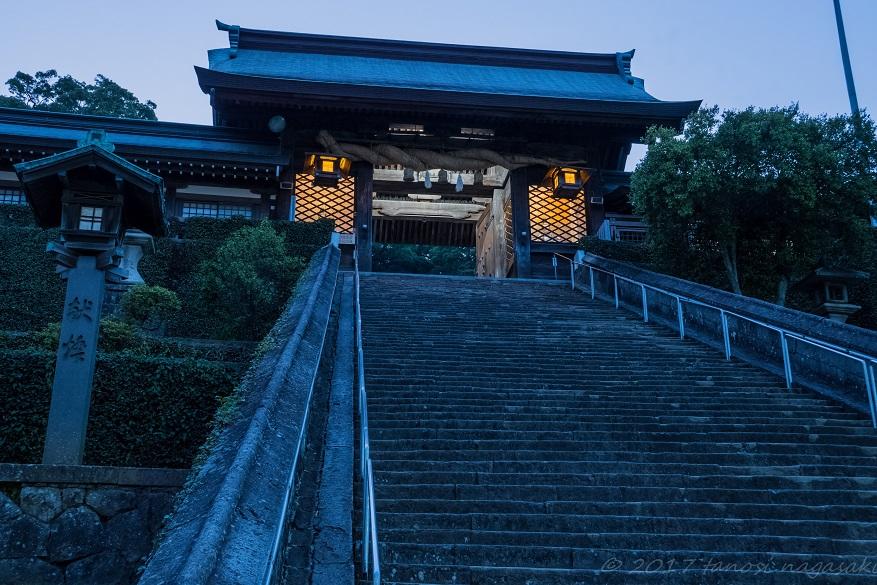 鎮西大社諏訪神社の長坂と大門
