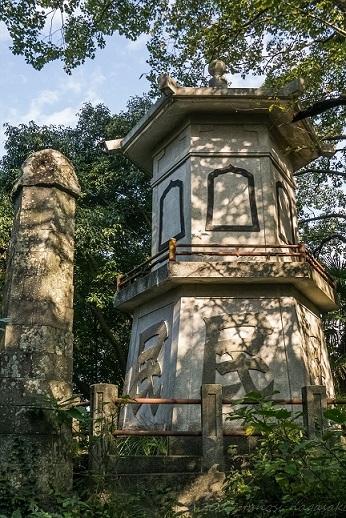 鍋冠山展望台への徒歩ルート、聖徳院(六角塔)