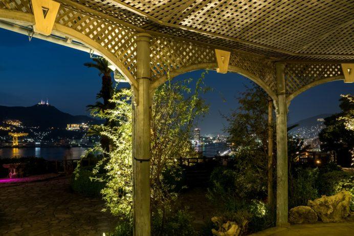 ライトアップされるグラバー園の旧グラバー住宅