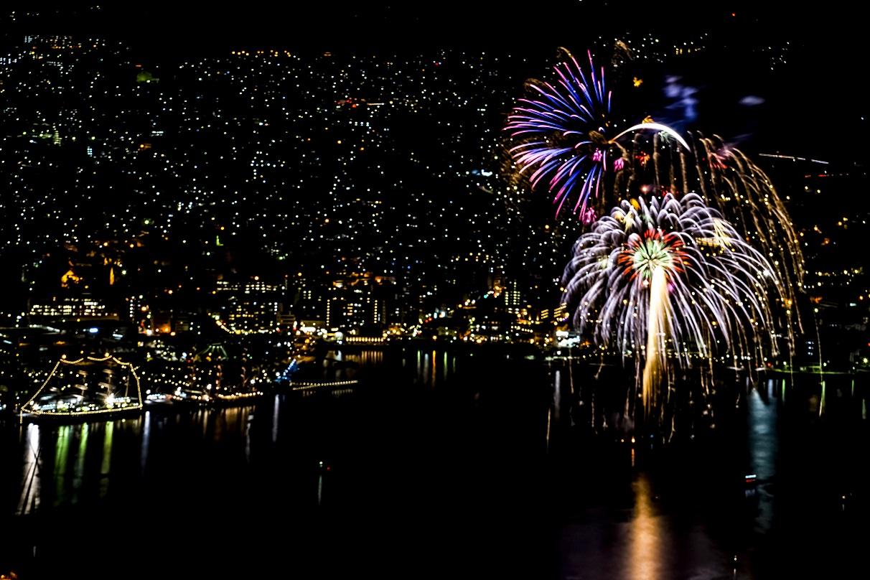 稲佐山山頂展望台からの長崎帆船まつりの花火