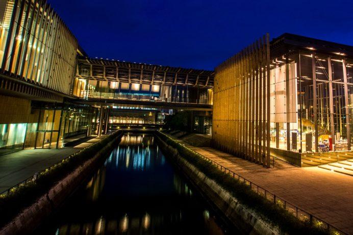 ライトアップされた長崎県美術館