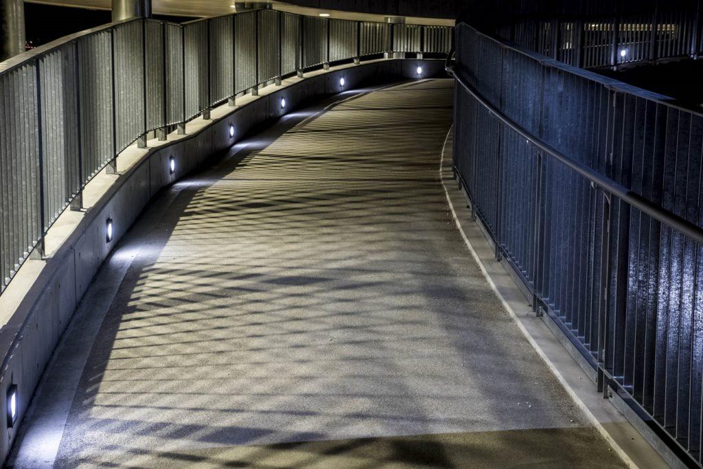 鍋冠山公園展望台のスロープ