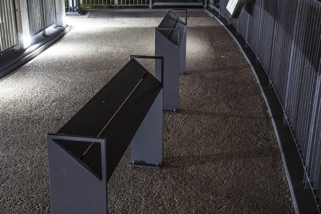鍋冠山公園展望台のベンチ