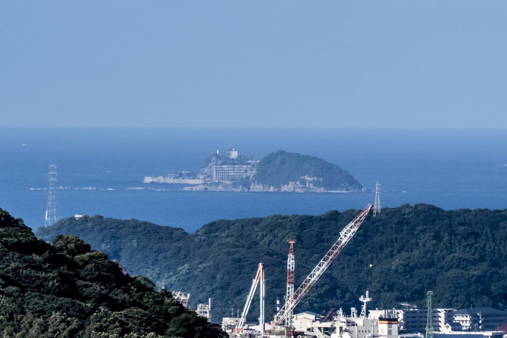 鍋冠山公園展望台から見える軍艦島
