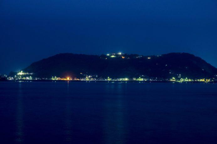 小ヶ倉町1丁目埠頭からの夜景。高島