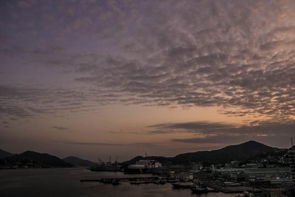長崎県庁新庁舎8階展望室からの夕日