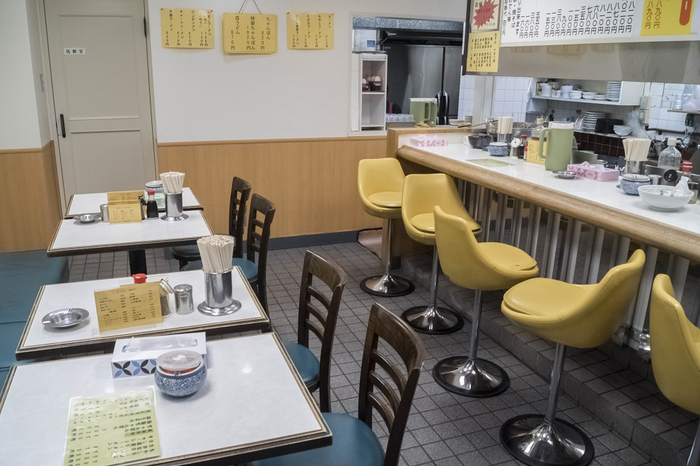 中華軽食 三八ラーメン浜町店の店内