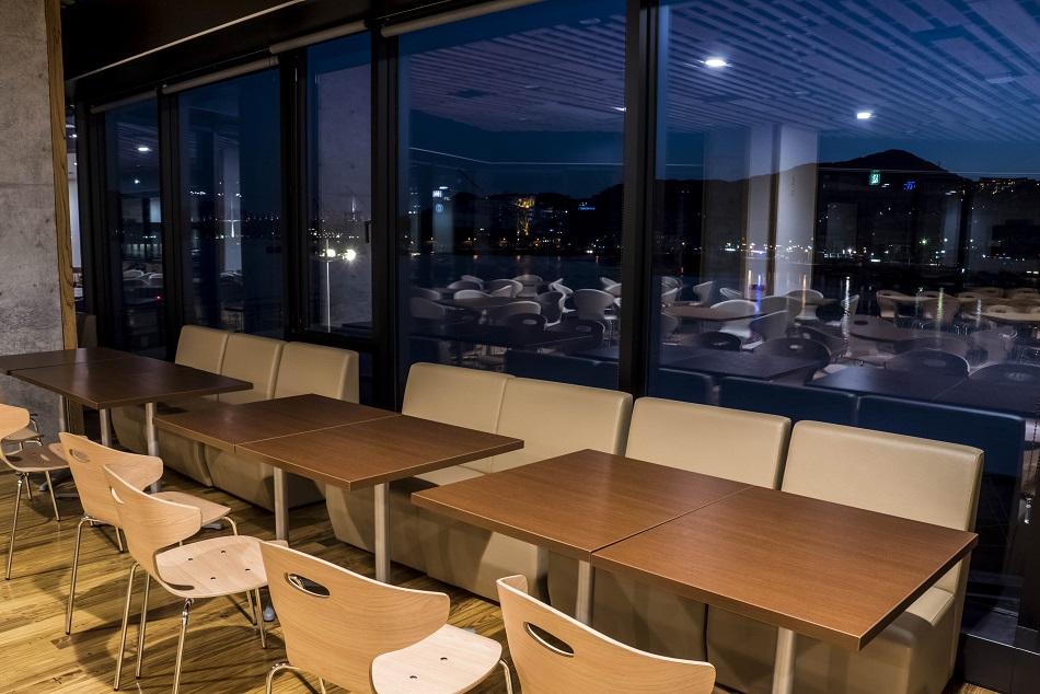 長崎県庁レストラン シェ・デジマからの夜景