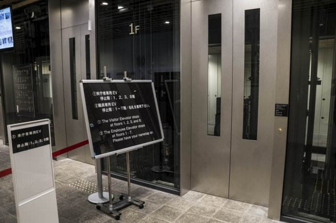 長崎県庁新庁舎8階展望室のエレベーター