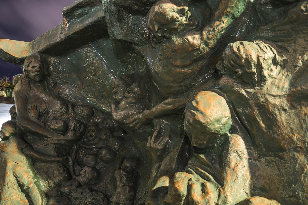 平和公園の母子像