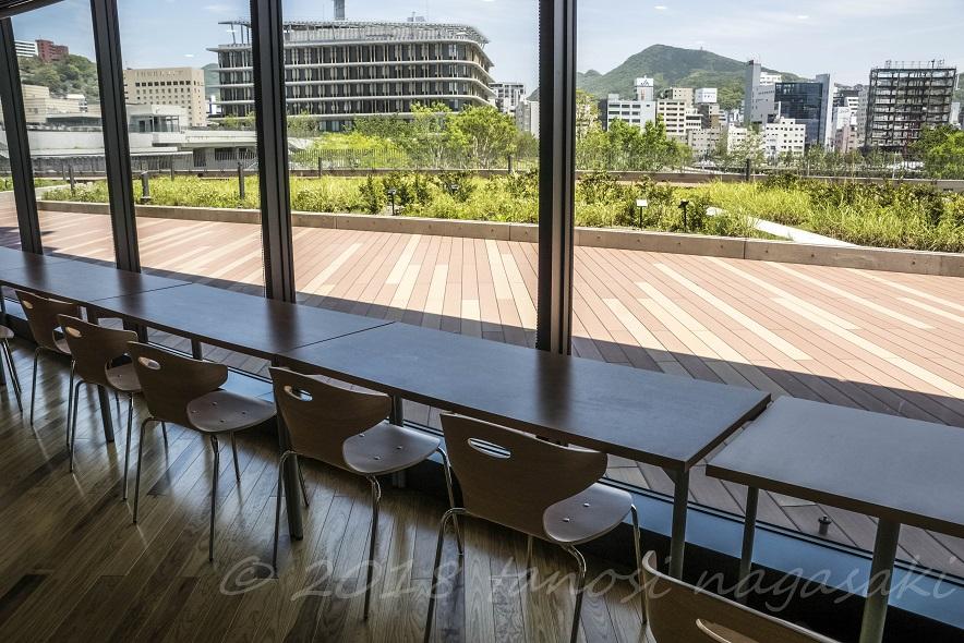 長崎県庁レストラン シェ・デジマの店内