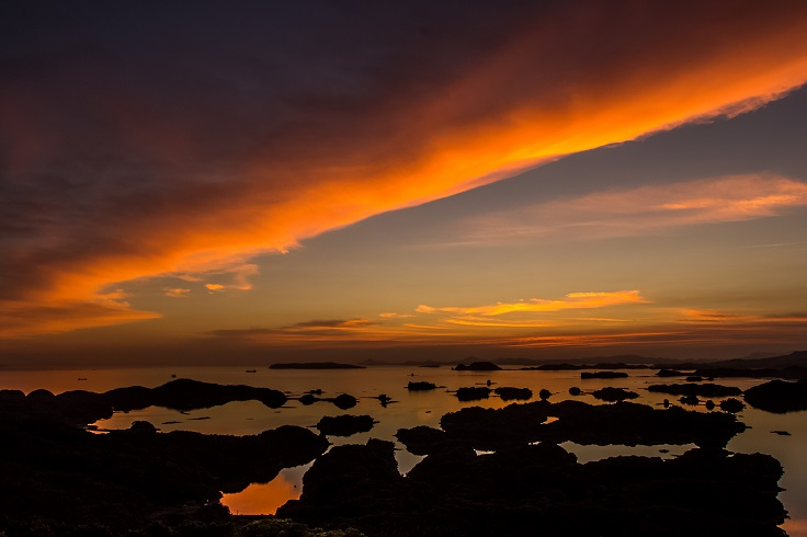 展海峰(長崎県佐世保市下船越町)からの九十九島の夕景
