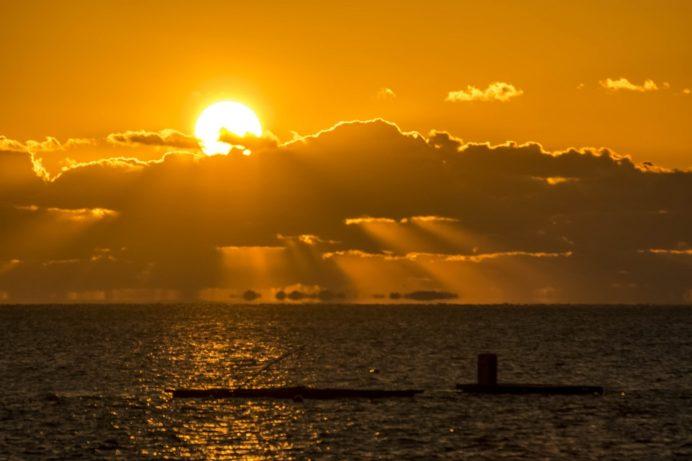 小浜の橘湾に沈む夕日