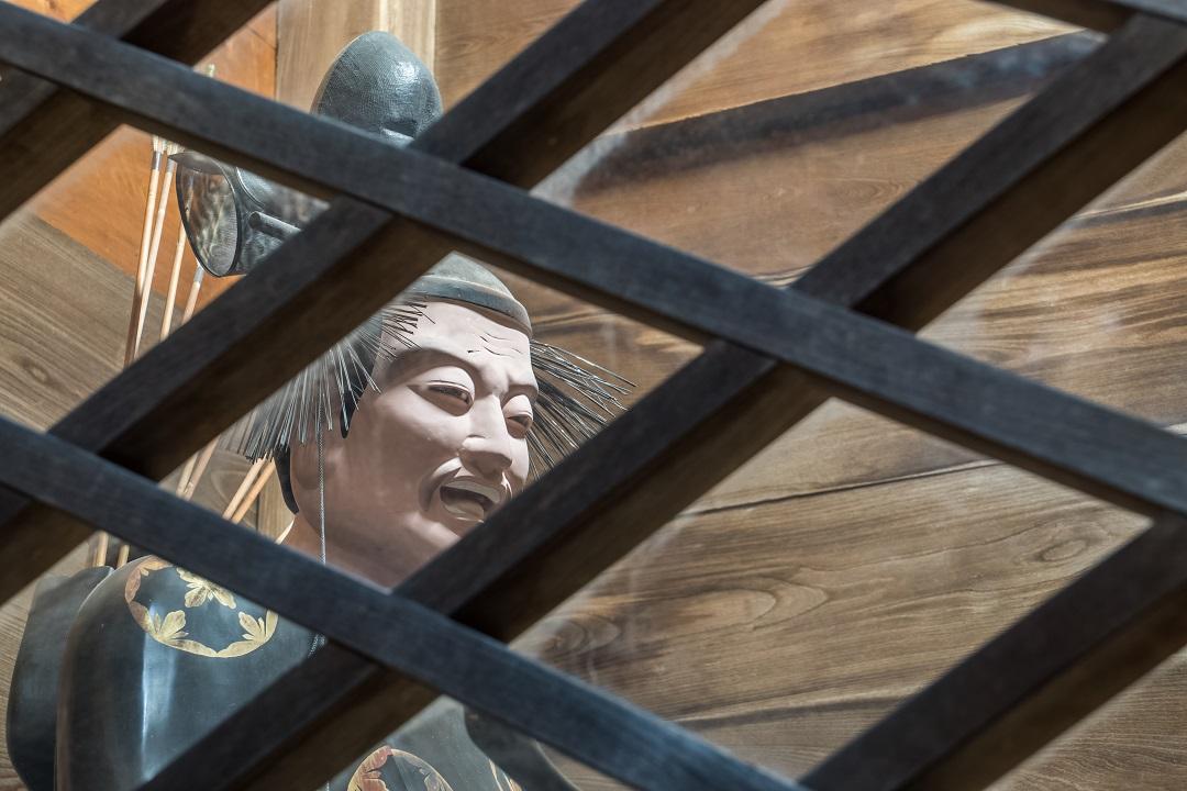 諏訪神社、大門にある神像