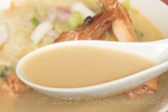 蘭桂坊(長崎)の特製大エビちゃんぽんのスープ