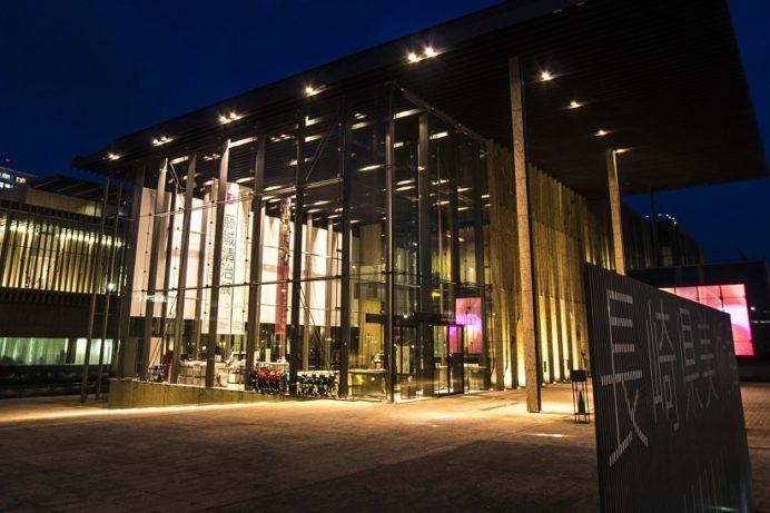 長崎県美術館(長崎市出島町)のライトアップ