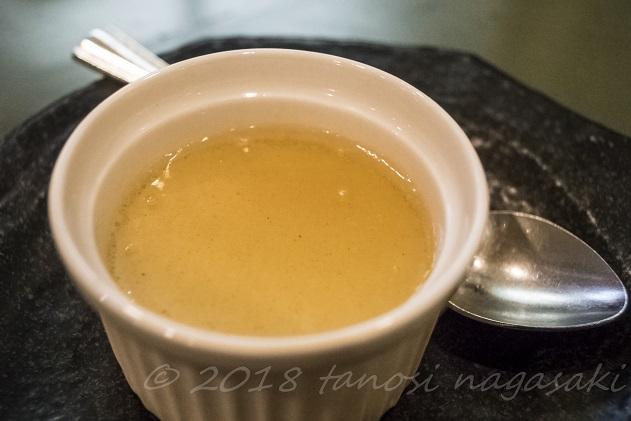 江山楼の3000円コース(ホームランセット)の紅茶味のプリン