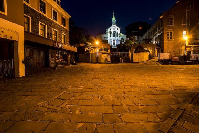 ライトアップされた夜の大浦天主堂(世界遺産)