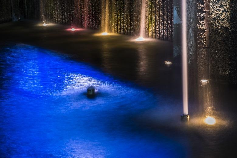 グラバー園(長崎市南山手町)の歴史の泉の夜間ライトアップ