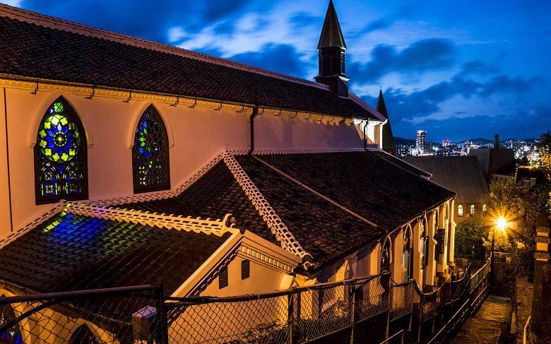 祈念坂からの大浦天主堂と長崎の夜景