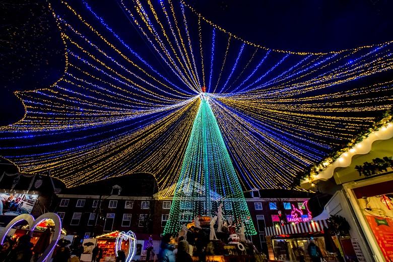 ハウステンボスのイルミネーション「光の王国」の光の天空ツリー