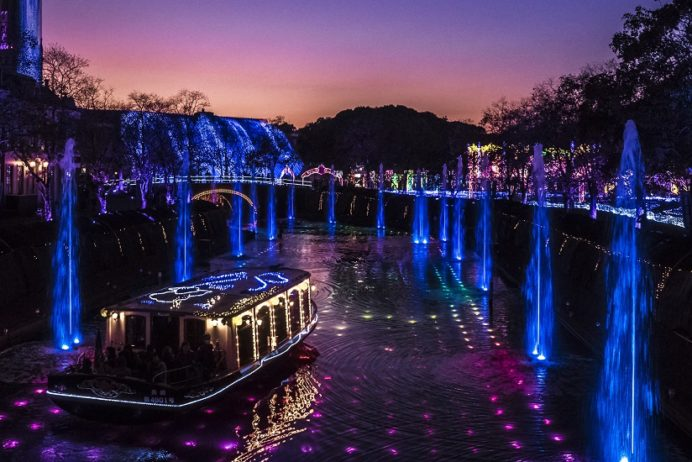 光と噴水の運河(ハウステンボスのイルミネーション・光の王国)