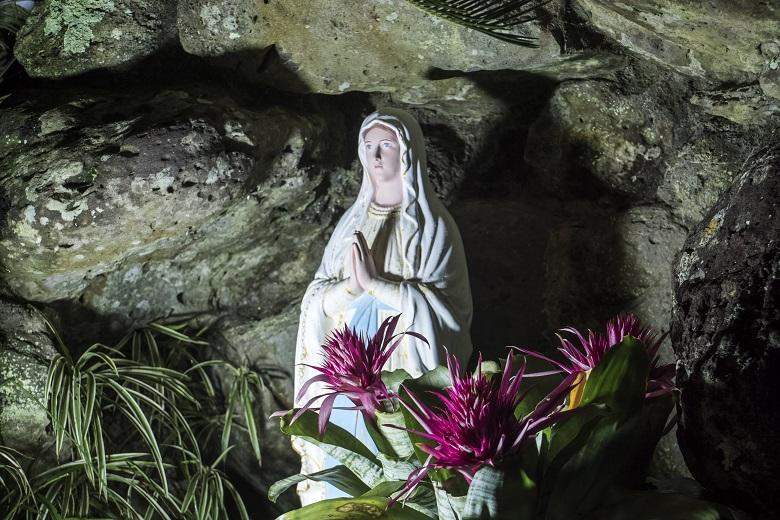 宝亀教会のクリスマスイルミネーション(平戸市)