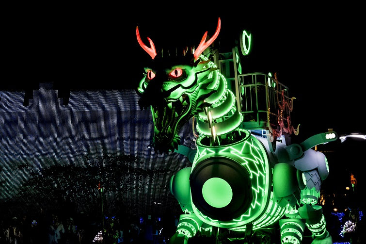 光のロボットドラゴンショー(ハウステンボスのイルミネーション・光の王国)