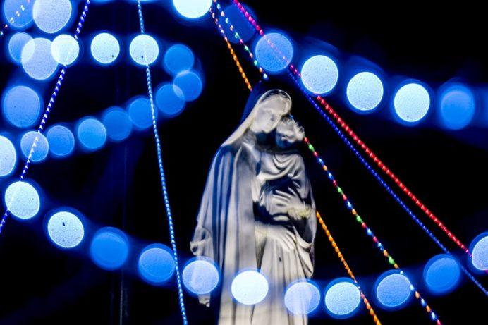 貝津教会前広場のイルミネーション(五島市)
