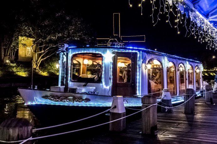 カナルクルーザー船上からのハウステンボスのイルミネーション、夜景(光の王国)
