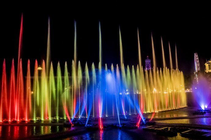 光と噴水の噴水ショー ウォーターマジック(ハウステンボスのイルミネーション、光の王国)