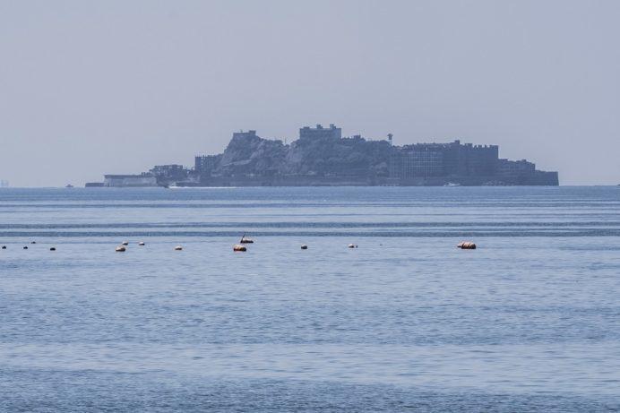 岳路(たけろ)海水浴場(長崎市野母崎地区)からの軍艦島