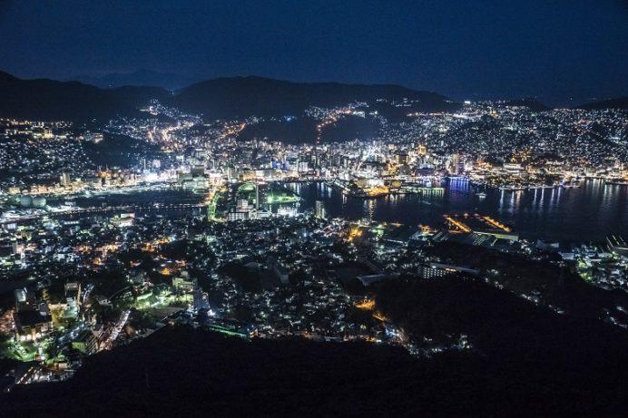 稲佐山展望台からの長崎の夜景(三脚ナシ)iso800、f7.1,露出時間0.8秒