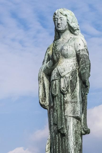 大瀬崎園地(五島市玉之浦町)、祈りの女神像