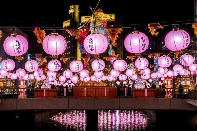 長崎ランタンフェスティバル(新地橋広場・銅座川・新地中華街)の桃色ランタン