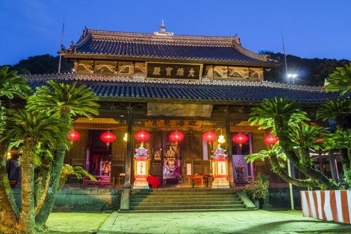 長崎ランタンフェスティバルの興福寺(長崎市寺町、唐寺)
