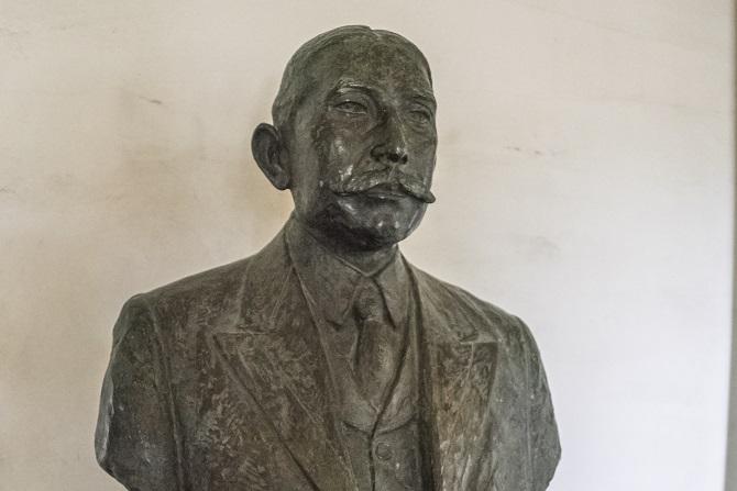 旧グラバー住宅(長崎市グラバー園)内の倉場富三郎氏像
