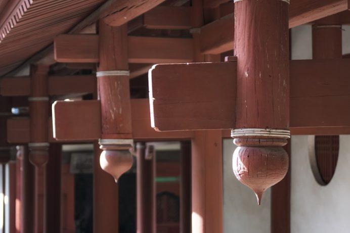 崇福寺(長崎市鍛冶屋町)の大雄宝殿(本堂)、擬宝珠付き垂花柱