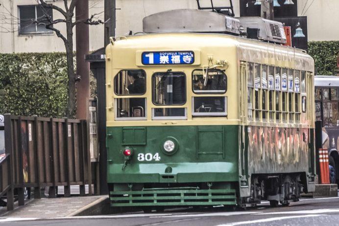 路面電車(1号系統崇福寺行き)