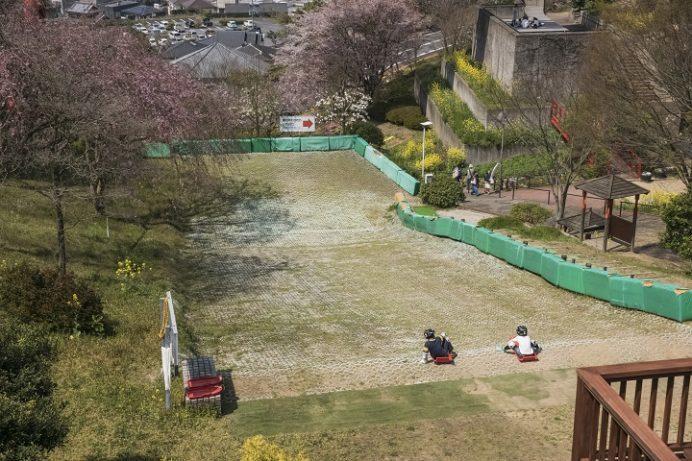 中尾城公園(長崎県西彼杵郡長与町)、草スキー