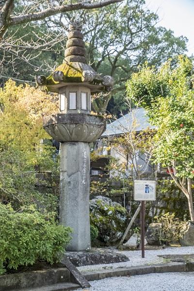 淵神社(長崎県長崎市淵町、稲佐山麓)の大石燈籠