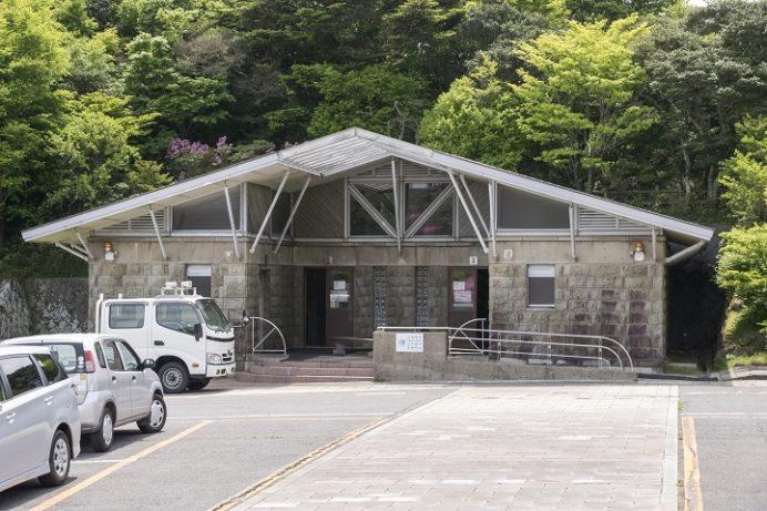 仁田峠駐車場のトイレ
