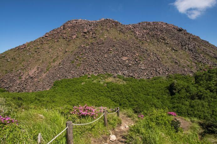 雲仙岳登山道(長崎県島原半島)、立岩の峰、平成新山