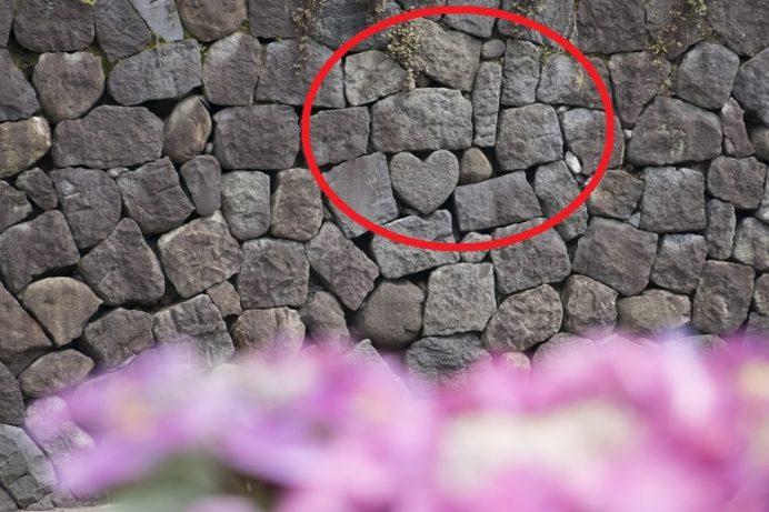 ながさき紫陽花(おたくさ)まつりの中島川・眼鏡橋会場(長崎市)のハートストーン